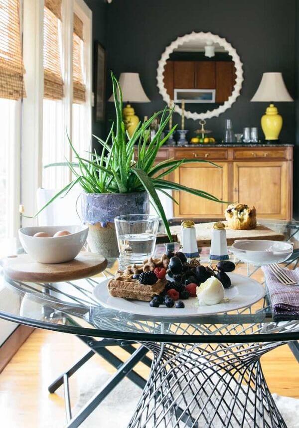 Decore o centro da mesa de jatar com um lindo vaso de babosa