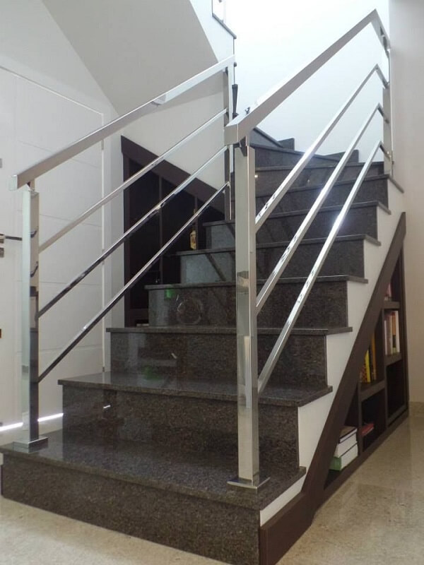 Escada de granito café imperial