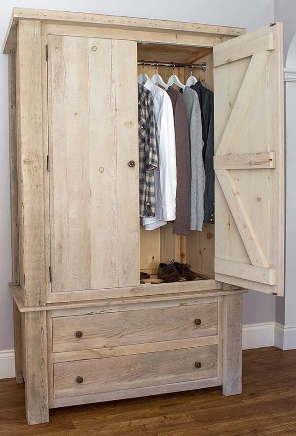 O guarda roupa de pallet decora o quarto masculino