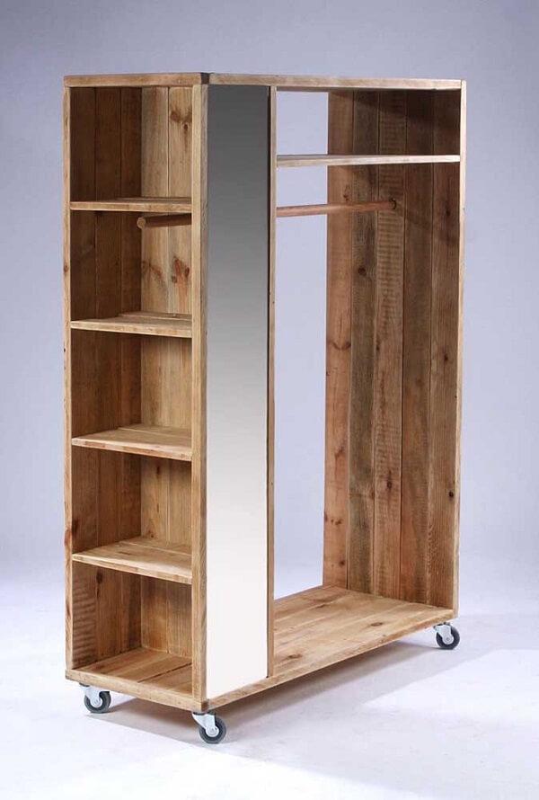Modelo de guarda roupa de pallet com nichos laterais