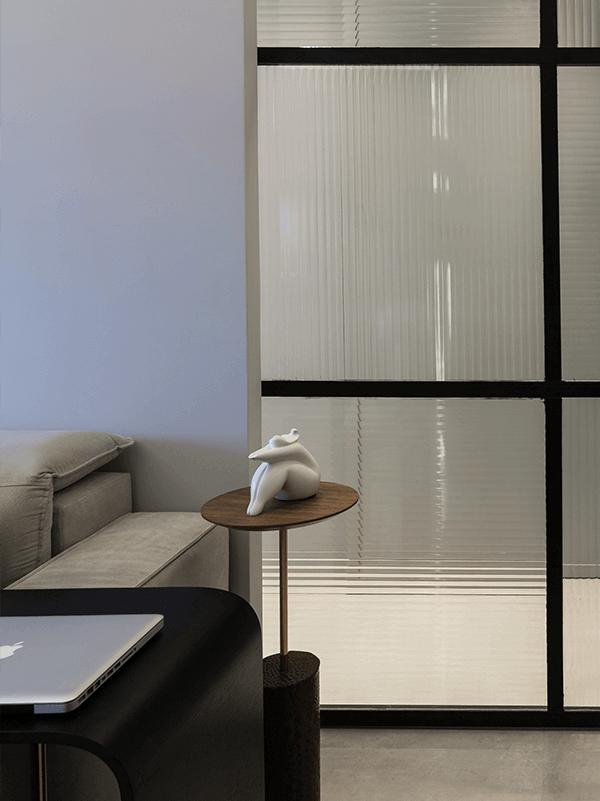Modelo de porta com vidro canelado textura