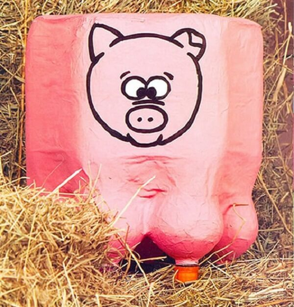 Modelo de puff garrafa pet infantil com desenho de porquinho