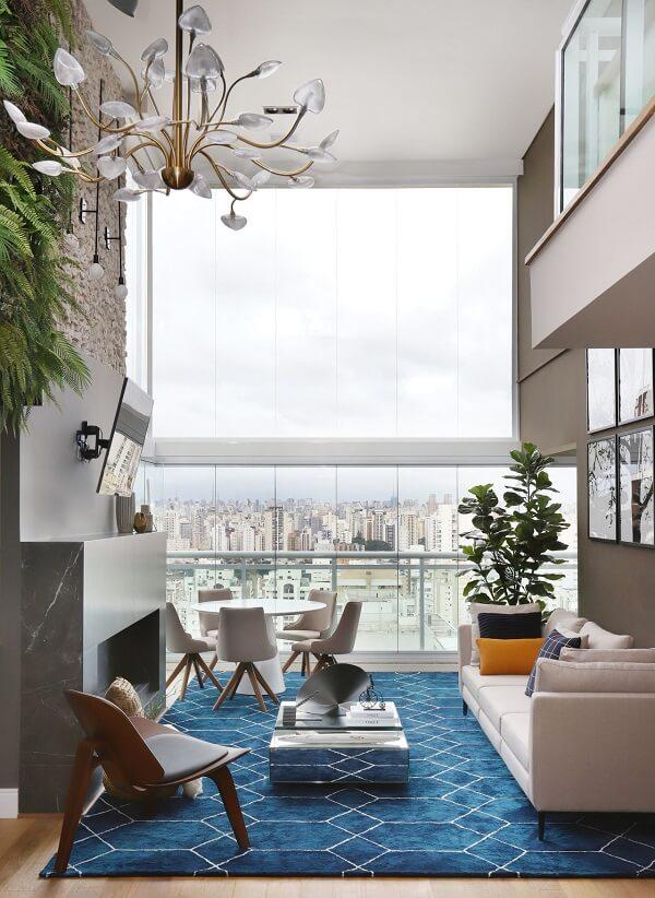 No feng shui sala as janelas permitem maior ventilação e são responsáveis pela renovação das energias do cômodo