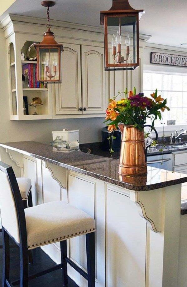 O granito café imperial combina perfeitamente com decorações clássicas