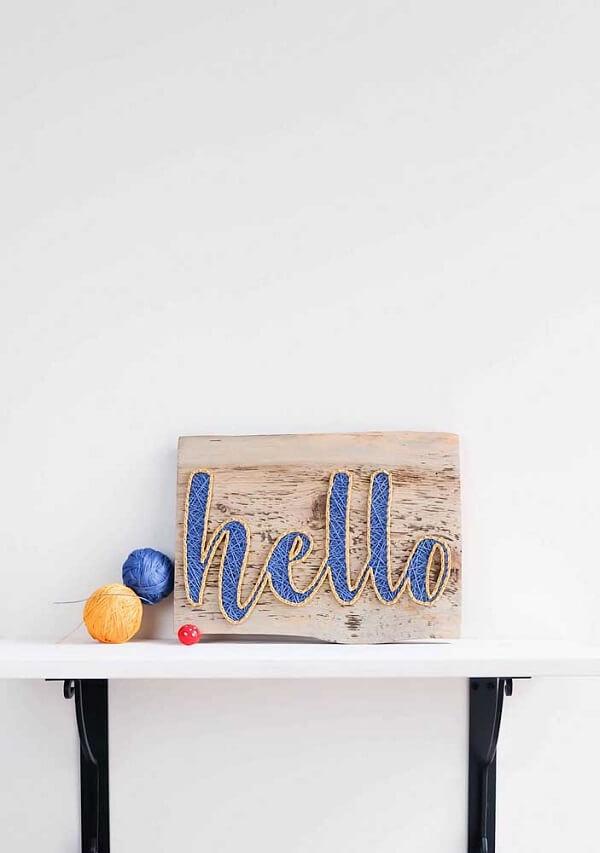 Posicione seu artesanato sobre uma prateleira