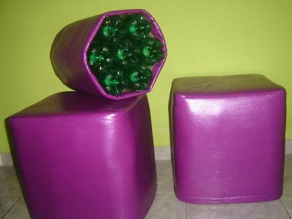 Puff de garrafa pet com acabamento roxo
