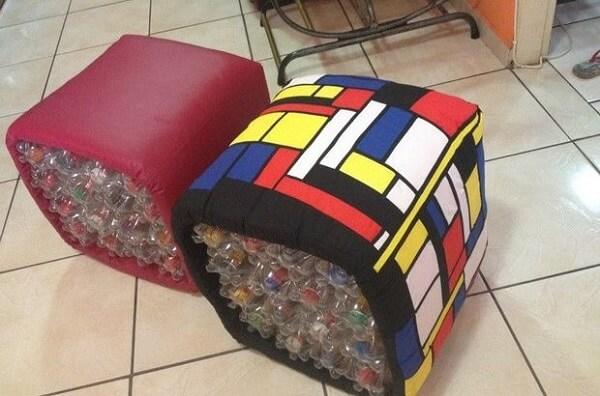 Puff de garrafa pet fácil em formato quadrado