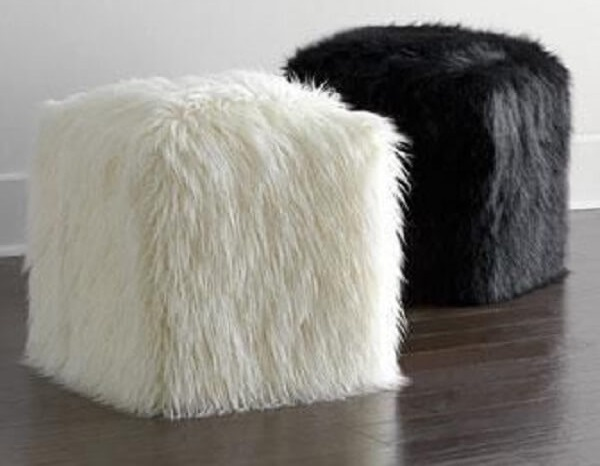 Puff feito de garrafa pet e acabamento com tecido de pelúcia
