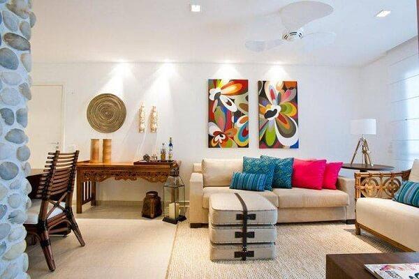 Quadros coloridos canalizam boas energias e fazem parte da técnica feng shui sala