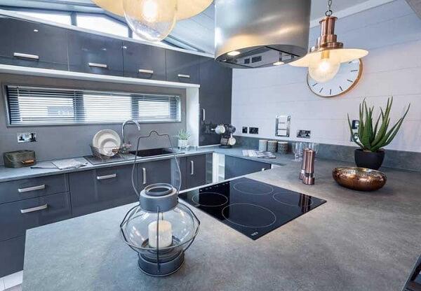 Separe um cantinho especial na sua cozinha para colocar um vaso de babosa