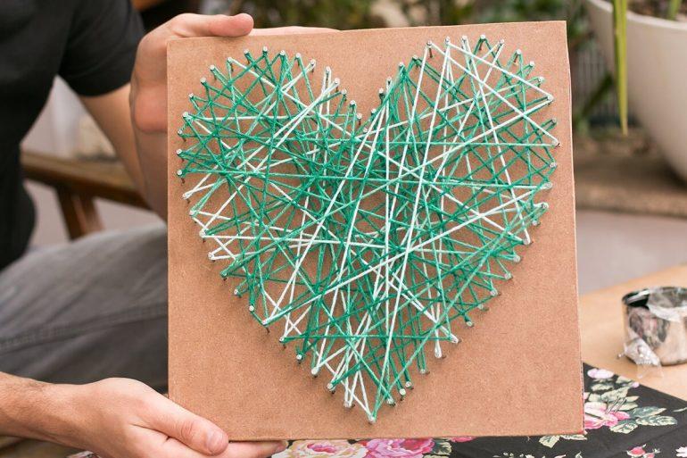 String art com desenho de coração