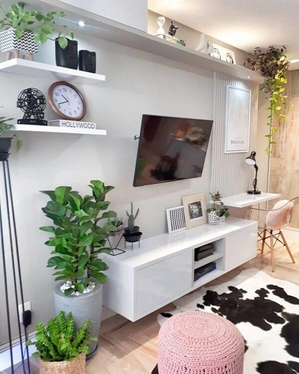 Traga mais verde para a decoração da sua sala de estar