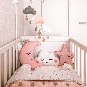 Mobile nuvem de feltro para berço de bebê