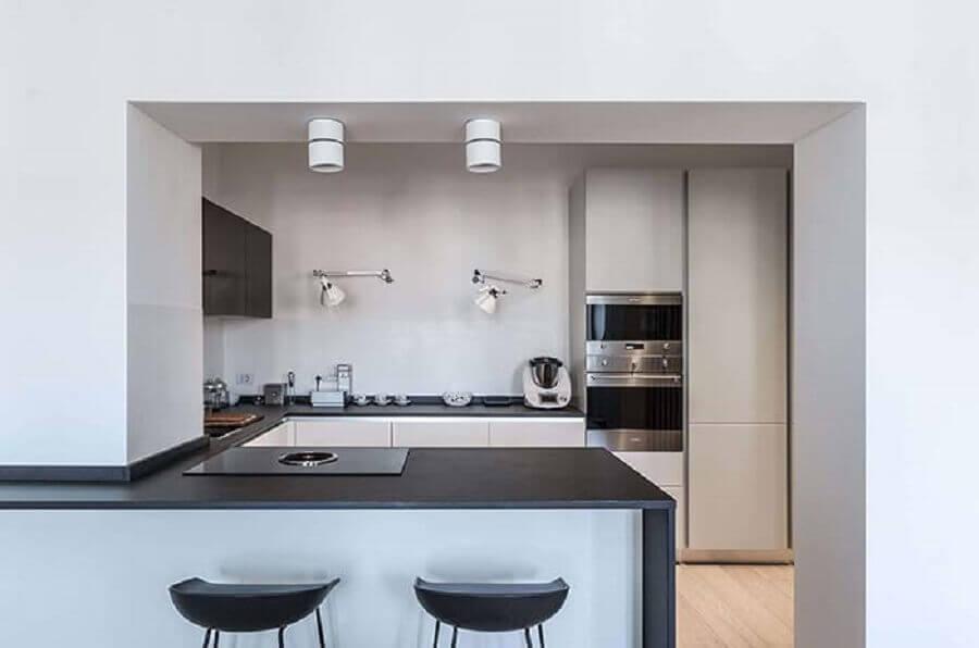 arandelas modernas para decoração de cozinha em U com bancada Foto Behance