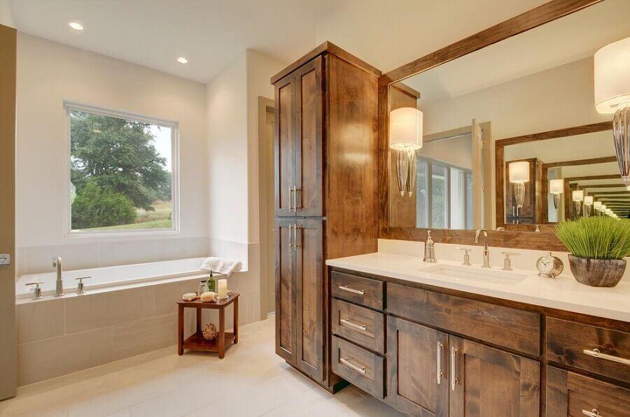 armário de banheiro rústico e banheira Foto Pinterest
