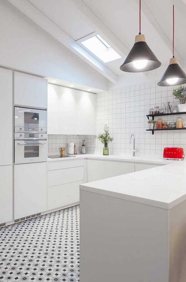 armários planejados para cozinha em formato de U toda branca Foto Ideias Decor