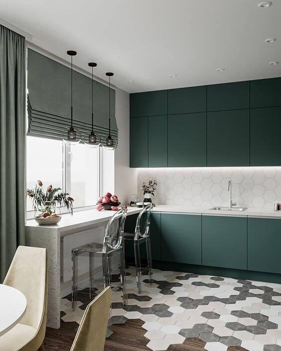 Armário de cozinha planejada verde com bancada