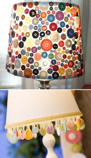 Artesanatos fáceis com botões decorando o abajur