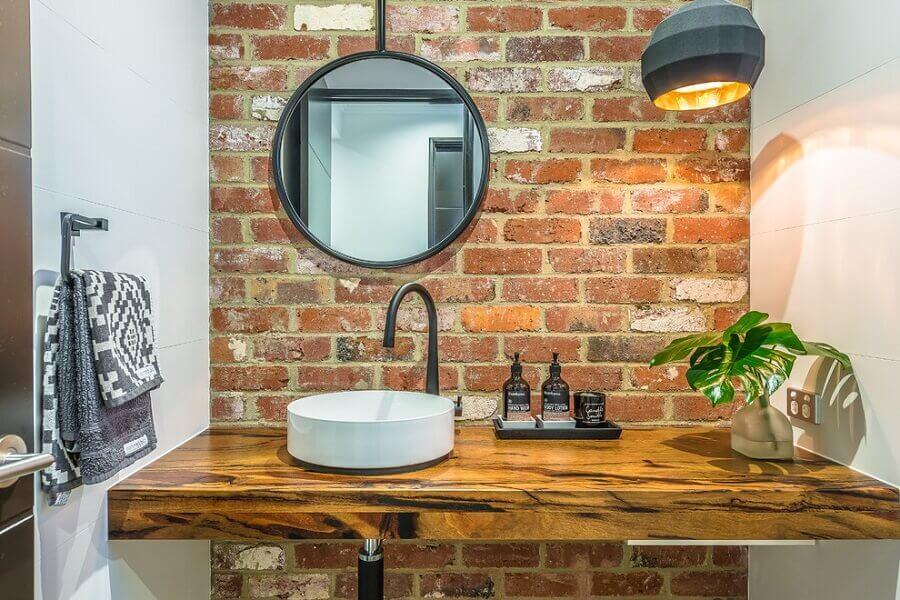 balcão de banheiro rústico feita em madeira Foto Houzz
