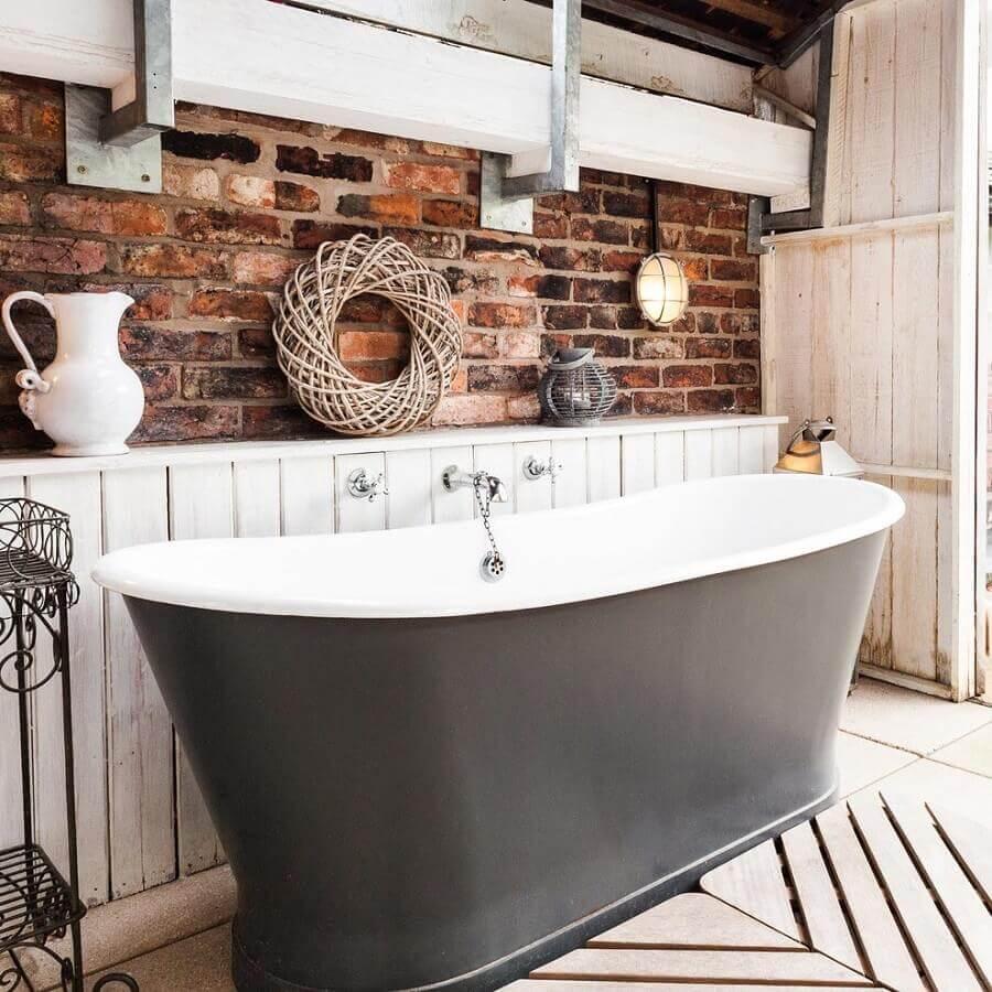 banheiro rústico com banheira Foto Houzz