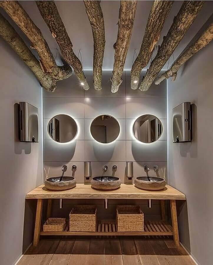 banheiro rústico moderno decorado com espelhos redondos com iluminação de led Foto Architecture Art Designs