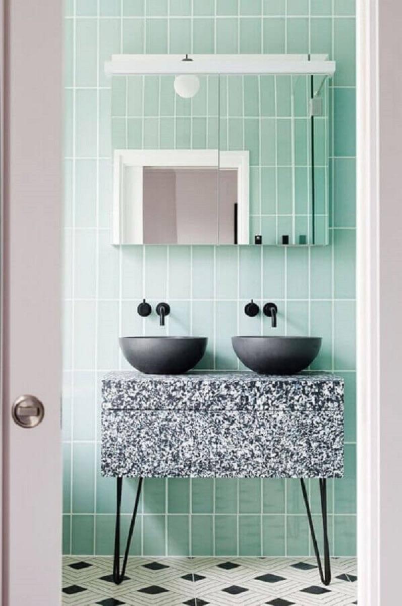 banheiro verde menta decorado com cuba preta Foto Pinterest