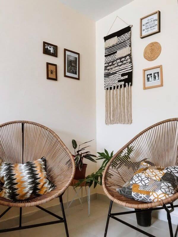 Cadeiras acapulco com almofadas na decoração de casa