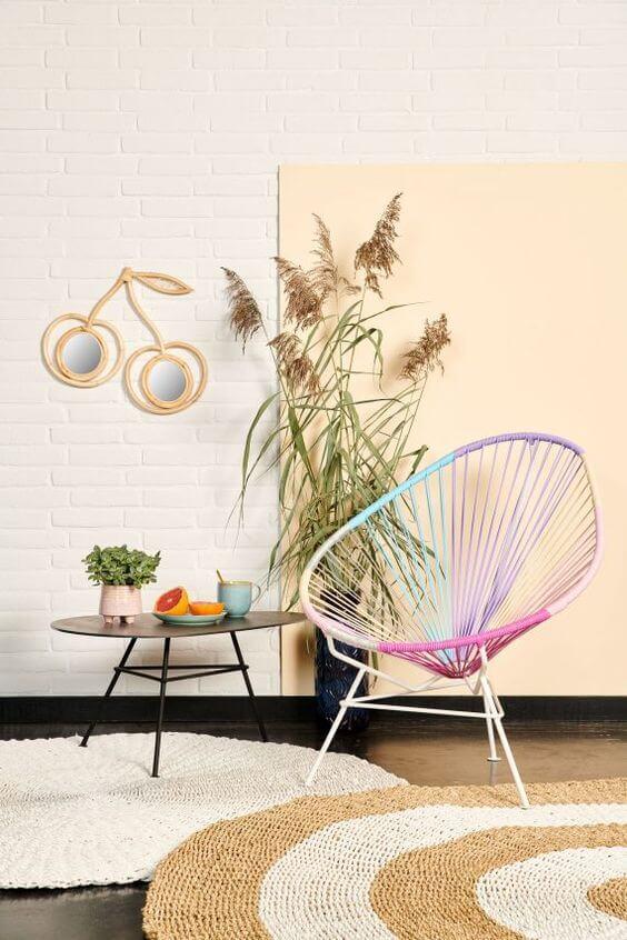 Que tal alegrar sua decoração com a cadeira acapulco colorida?