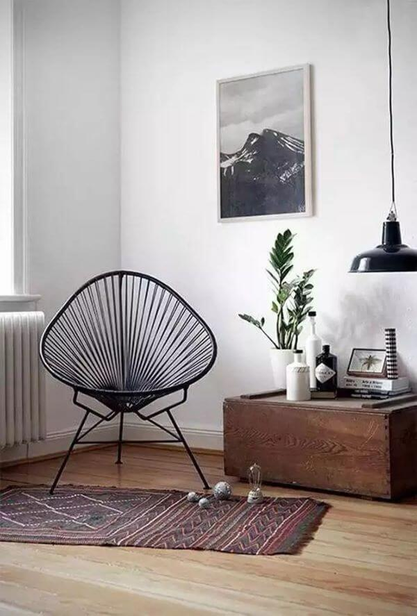 Cadeira preta com a decoração moderna