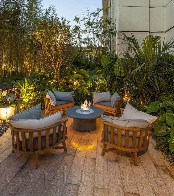 Casa com lareira externa ecológica