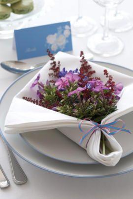 Como dobrar guardanapo para colocar flores
