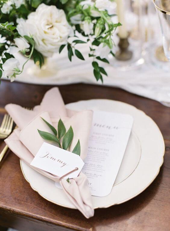 Aprenda como dobrar guardanapo de tecido para jantar romântico