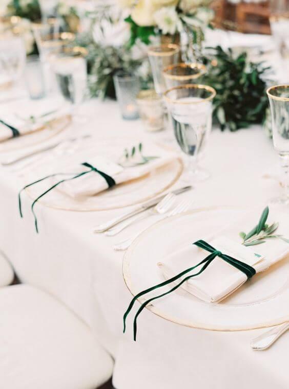 Aprenda a montar lindas mesas de jantar e como dobrar guardanapo