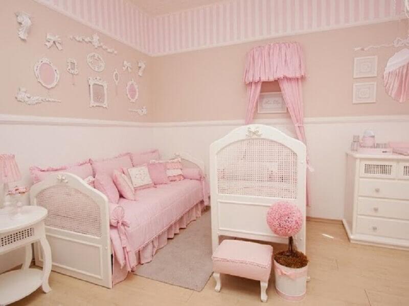 cor rosa pastel e bege para decoração de quarto de bebê feminino Foto Pinterest