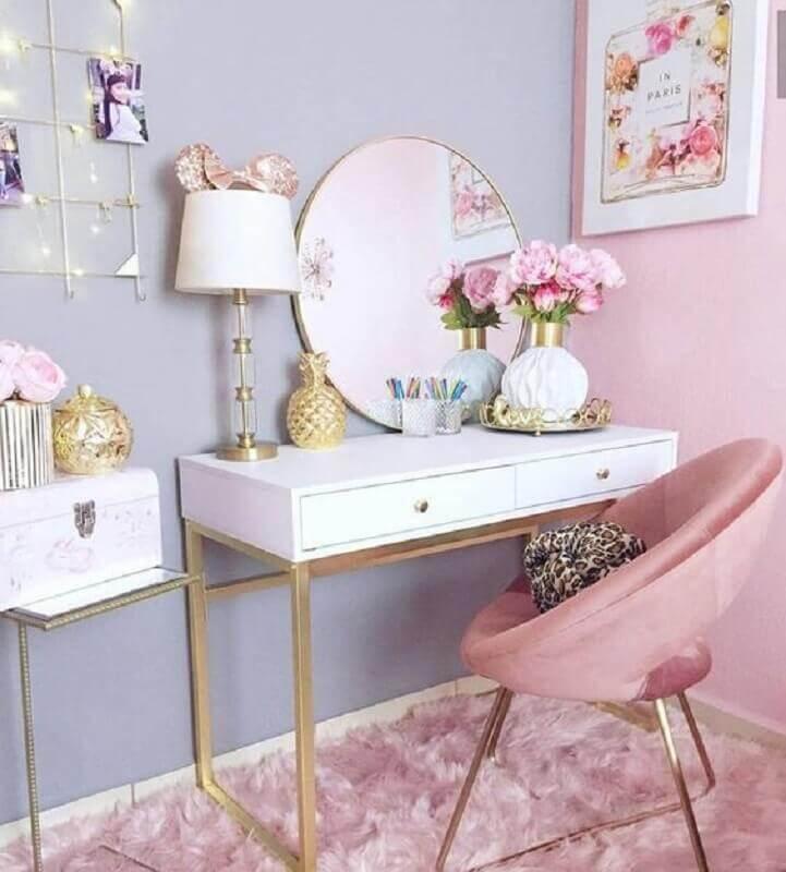 cor rosa pastel para decoração de ambiente com escrivaninha branca e parede azul claro Foto Pinterest