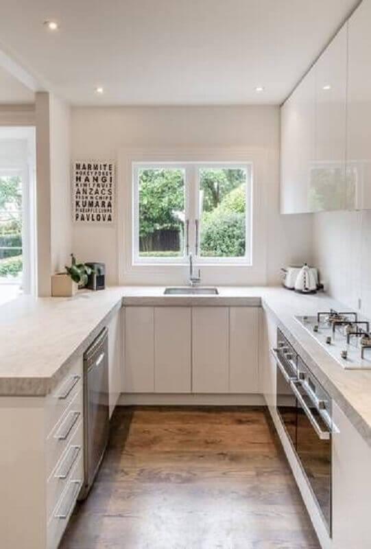 cozinha em U planejada com janela Foto Pinterest
