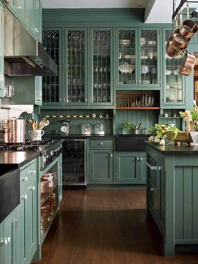 cozinha planejada verde com estilo clássico Foto Better Homes and Gardens