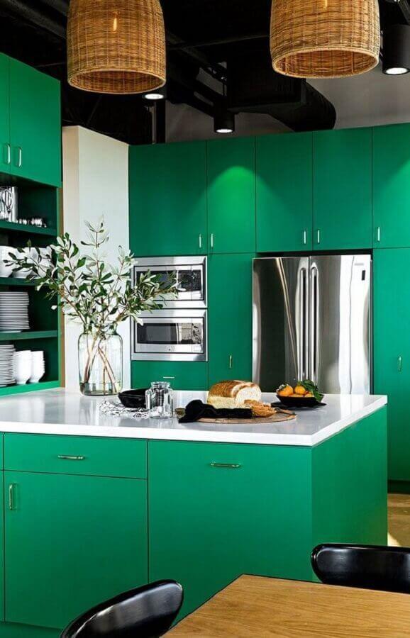 cozinha planejada verde com ilha Foto HomeWorldDesign