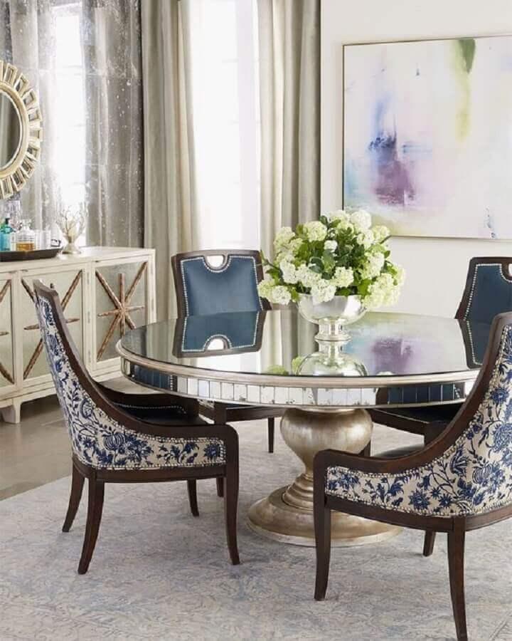 decoração clássica e sofisticada com vaso com flores para mesa de jantar Foto Horchow