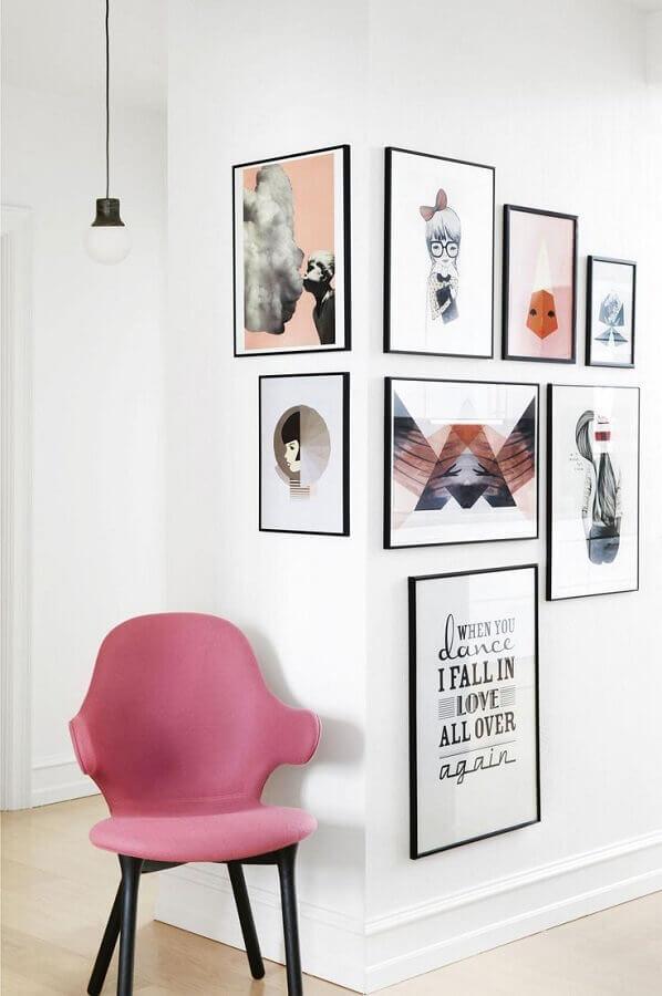 decoração clean com poltrona rosa e quadros de parede decorativos Foto Pinterest