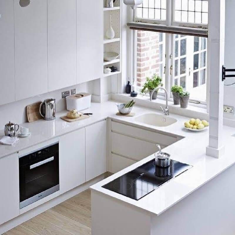 decoração clean para cozinha em U toda branca com janela Foto Pinterest