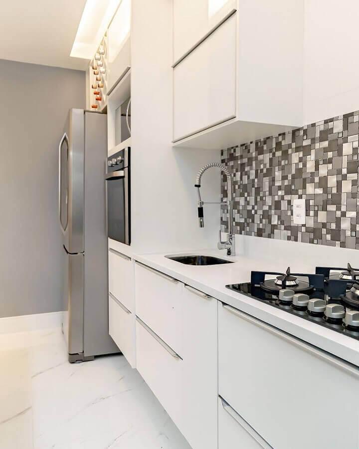 decoração com faixa para cozinha moderna branca Foto Eduardo Cavalcanti Castro
