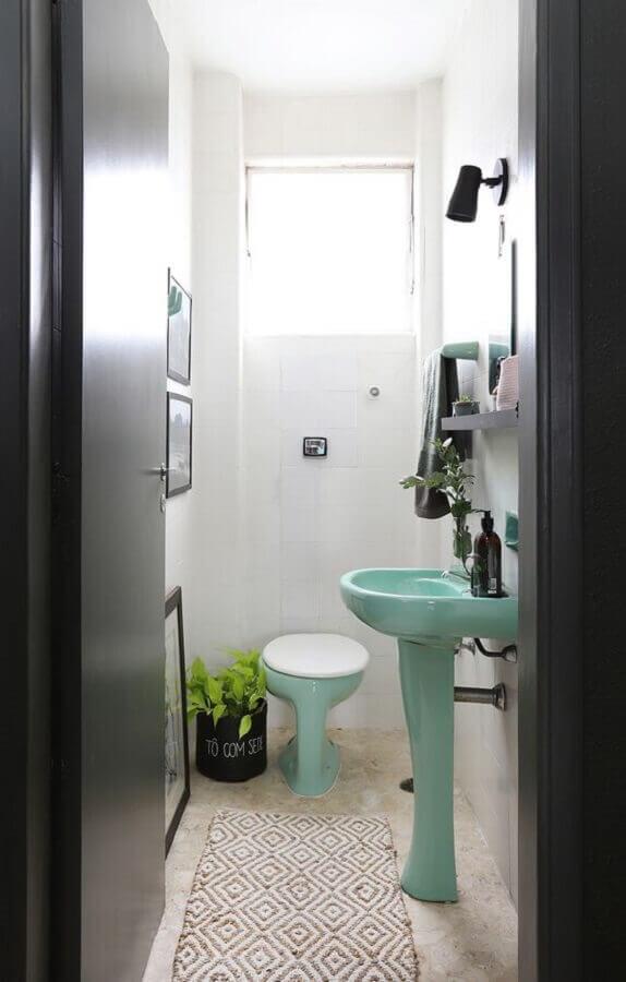 decoração com plantas em banheiro pequeno e simples Foto FNCR Arquitetura