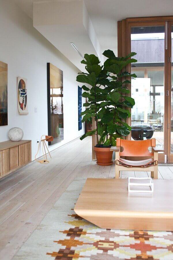 decoração com plantas grandes para sala ampla Foto Lolahome