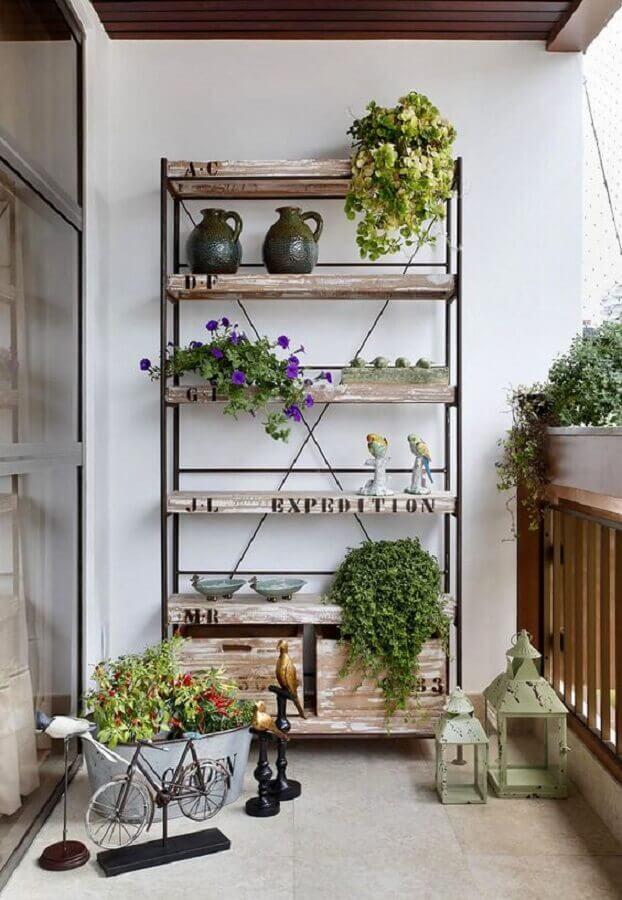 decoração com plantas para varanda com estante simples Foto Casa de Valentina