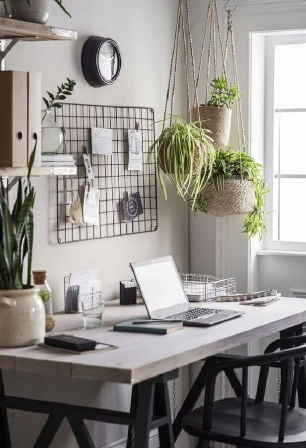 decoração com plantas pendentes para home office Foto Dear Designer's Blog
