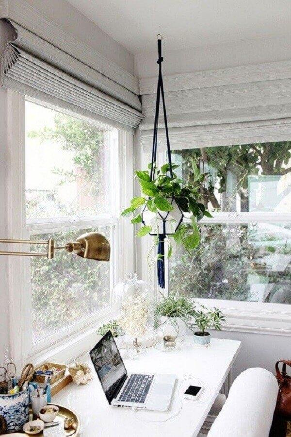 decoração com plantas pendentes para home office clean Foto Adoro Home Office