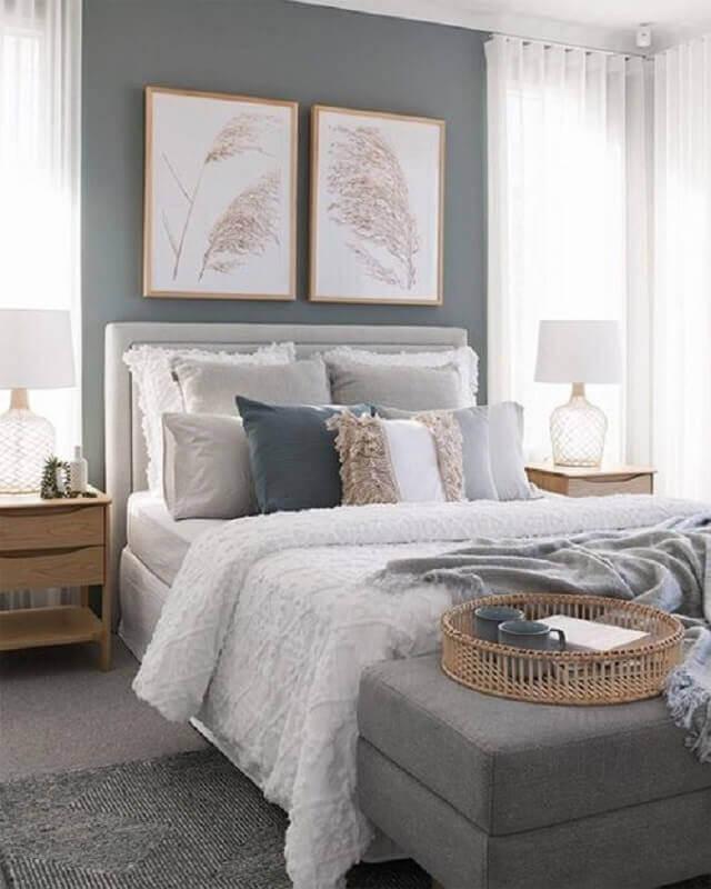 decoração com quadro de parede para quarto de casal cinza Foto Apartment Number 4