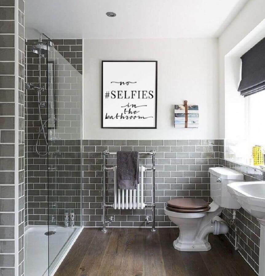 decoração com quadros com frases para banheiro cinza e branco Foto Etsy