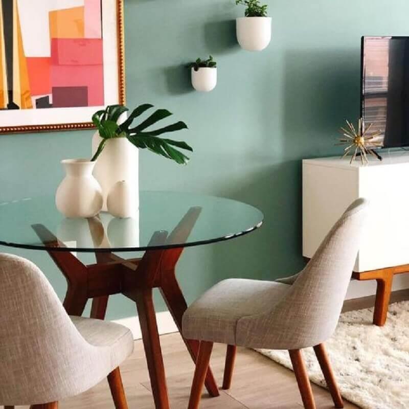 decoração com vaso para mesa de jantar de vidro redonda Foto West Elm